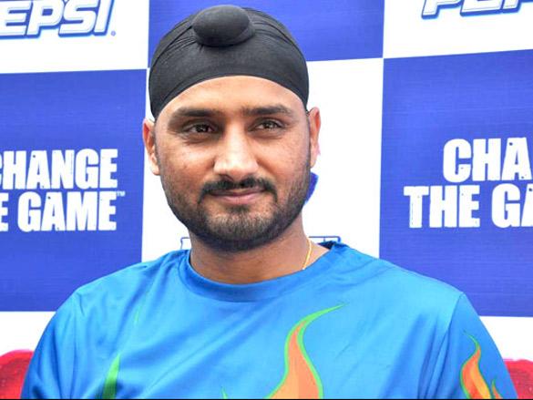 IPL 2021: रास नहीं आया इस भारतीय खिलाड़ी को हरभजन सिंह का प्लेइंग इलेवन में खेलना, कही ये बात 7