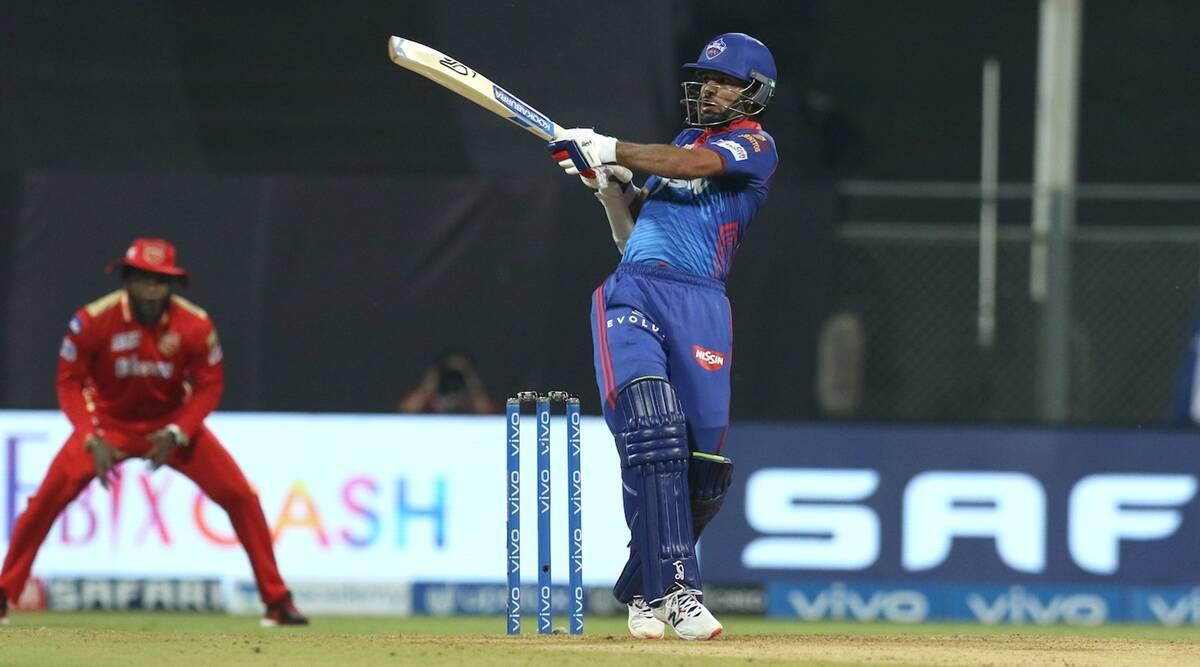 कोहली को नहीं, बल्कि इस खिलाड़ी को सुनील गावस्कर ने बताया आईपीएल 2021 का सबसे बेशकीमती खिलाड़ी 3