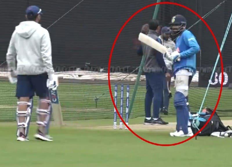 WATCH : नेट प्रेक्टिस के दौरान रोहित के सामने उनकी नकल करने लगे कोहली, हिटमैन ने दिया ये रिएक्शन, देखें वीडियो 4