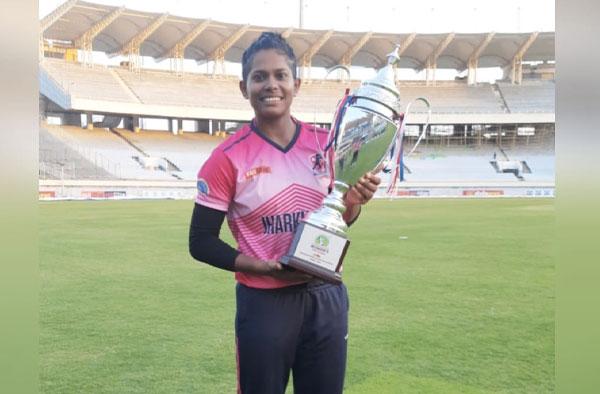 """भारतीय महिला क्रिकेट टीम में लेडी धोनी का हुआ चयन, जानिए कौन हैं इंद्राणी रॉय जिसे लोग कहते हैं """"LADY DHONI"""" 3"""