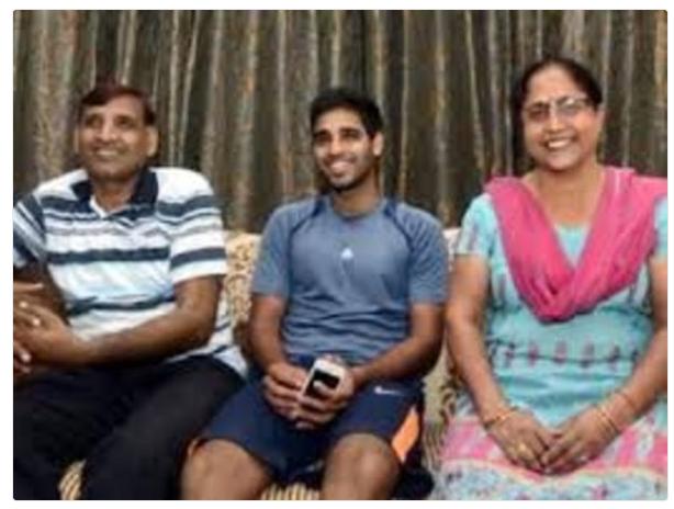 पिता के निधन के बाद अब भुवनेश्वर की माँ की हालत भी नाजुक, परिवार की बढ़ी चिंताएं 4