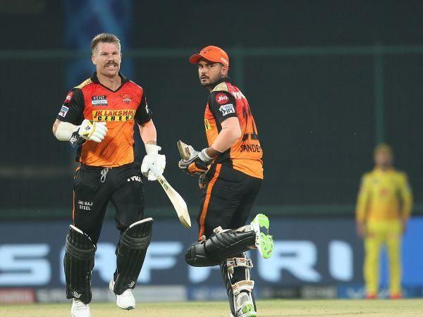 IPL 2021: डेविड वार्नर ही नहीं इन कप्तानो से भी बिच आईपीएल छीन ली गई थी कप्तानी 1