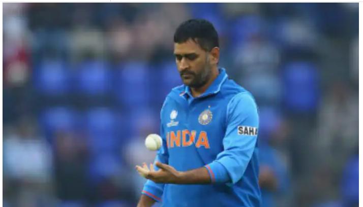 5 मौके जब विकेटकीपर-बल्लेबाज़ ने चटकाया विकेट, इस पूर्व दिग्गज को राष्ट्रपति ने दे दी थी जान से मारने की धमकी 14