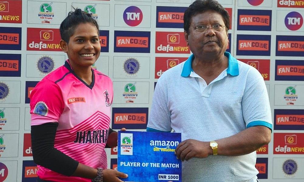 """भारतीय महिला क्रिकेट टीम में लेडी धोनी का हुआ चयन, जानिए कौन हैं इंद्राणी रॉय जिसे लोग कहते हैं """"LADY DHONI"""" 2"""