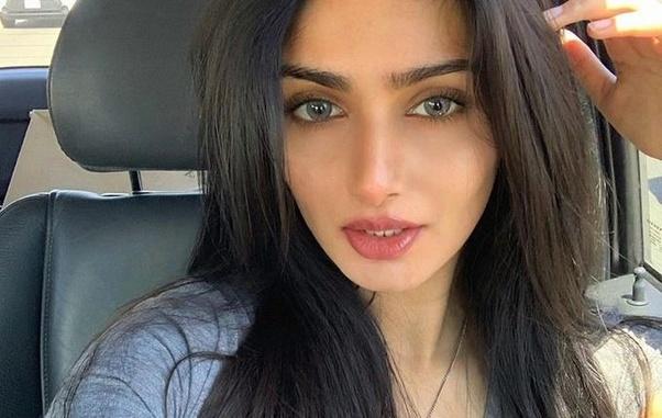 पाकिस्तान के इस खिलाड़ी की पत्नी विराट को करती है पसंद, शादी के समय किया था खुलासा 10