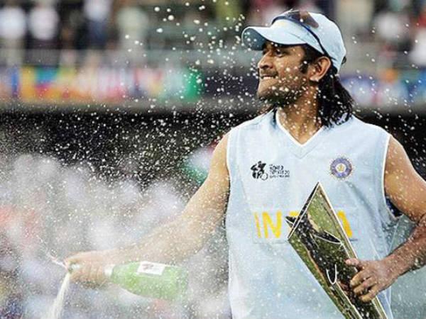 इस एक झूठ ने बदल दिया महेंद्र सिंह धोनी की तकदीर, टिकट कलेक्टर से मिल गया टीम इंडिया का टिकट 14