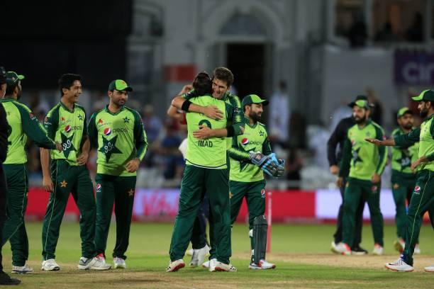 लिविंगस्टोन का शतक गया बेकार, पहले ही टी20 में पाकिस्तान ने इंग्लैंड को दिया मात 4