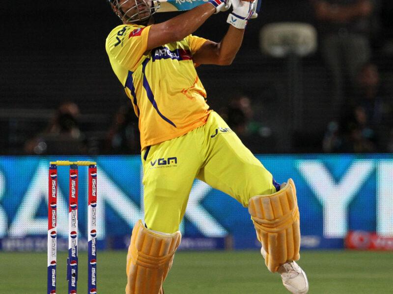 IPL से पहले पुराने फॉर्म में दिखे महेंद्र सिंह धोनी हेलीकॉप्टर शॉट से लंबे-लंबे छक्के लगाते दिखे माही 15
