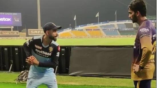 केकेआर की जीत के हीरो रहे वेंकटेश अय्यर की विराट कोहली ने मैदान पर ही लगा दी क्लास, वीडियो देख बढ़ जाएगी कोहली के लिए इज्जत 1