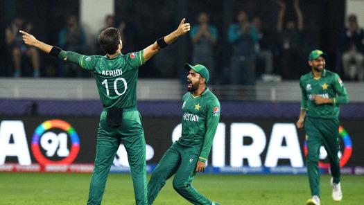 ICC T20WC- मैन ऑफ़ द मैच लेते हुए शाहीन शाह अफरीदी ने बताया क्यों भारतीय टीम को करना पड़ा हार का सामना, इन 2 खिलाड़ियों के बांधे तारीफों के पूल 16