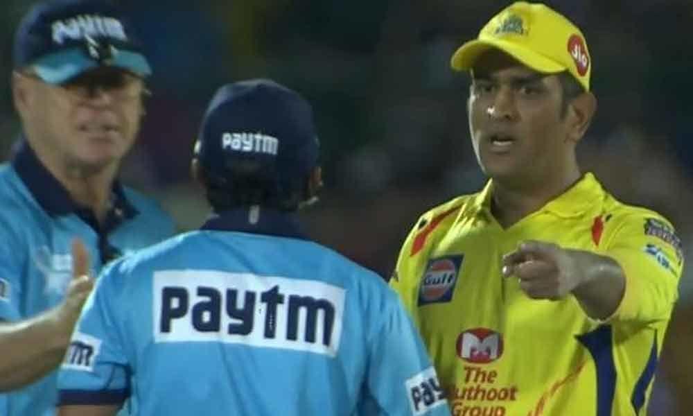 IPL 2021: दिल्ली कैपिटल्स के खिलाफ मैच के दौरान अंपायर से ही भीड़ गये थे धोनी, अब वायरल हुआ वीडियो 2