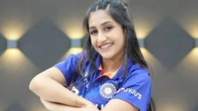 भारतीय टीम की नई जर्सी में धनश्री वर्मा ने किया ज़बरदस्त डांस, सोशल मीडिया पर वायरल हुआ वीडियो 6