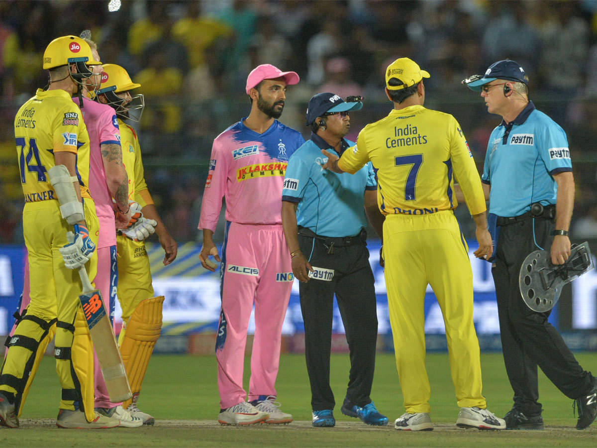 IPL 2021: दिल्ली कैपिटल्स के खिलाफ मैच के दौरान अंपायर से ही भीड़ गये थे धोनी, अब वायरल हुआ वीडियो 3