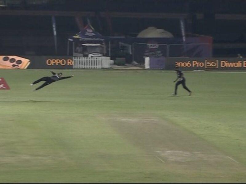 न्यूजीलैंड के मार्टिन गुप्टिल ने पकड़ा अविश्वसनीय कैच, देखें वीडियो 9