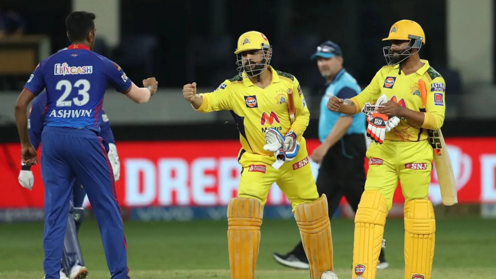 IPL 2021: चेन्नई सुपर किंग्स की जीत के लिए फूट-फूट पर रोने वाले लड़की ने जीता माही का दिल, मैच के बाद धोनी से मिला ख़ास गिफ्ट 3